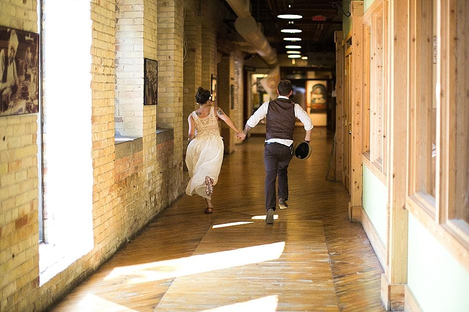 barefootwedding_hudsonvillemi_weddingphotographer091