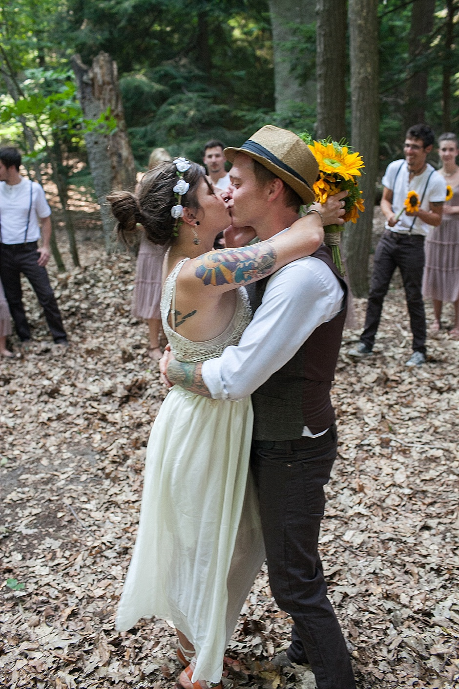 barefootwedding_hudsonvillemi_weddingphotographer095
