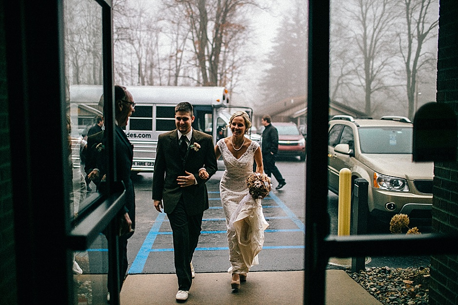 traversecityweddingphotographer_winterwedding039