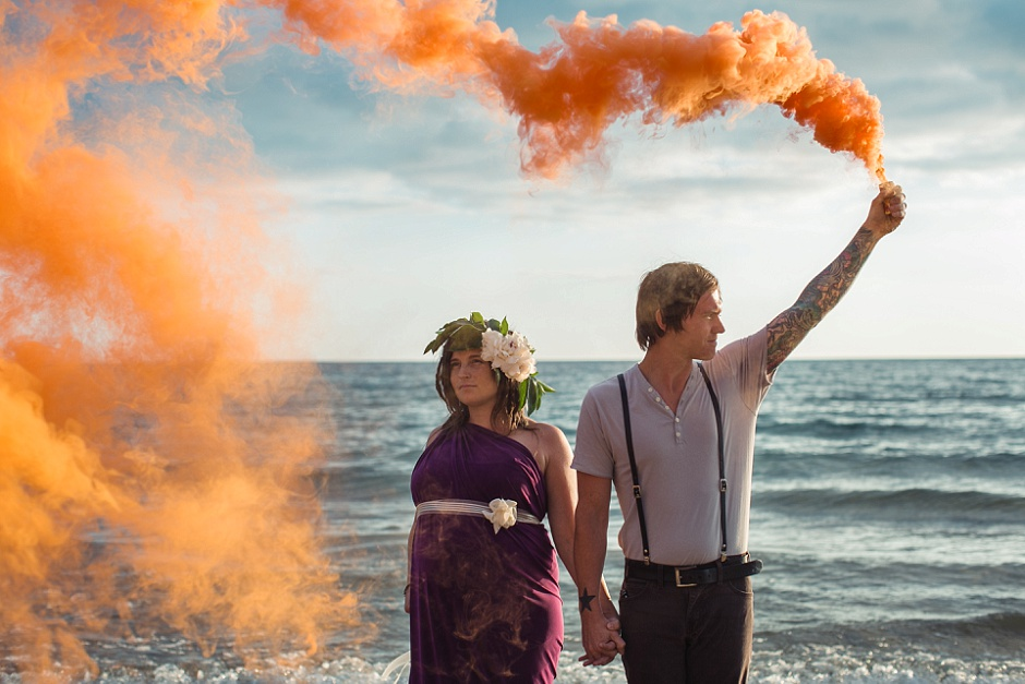 smoke bomb maternity photographer
